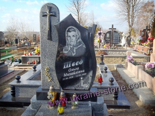 Резные памятники Горняк Лампадка из лезниковского гранита Кинешма