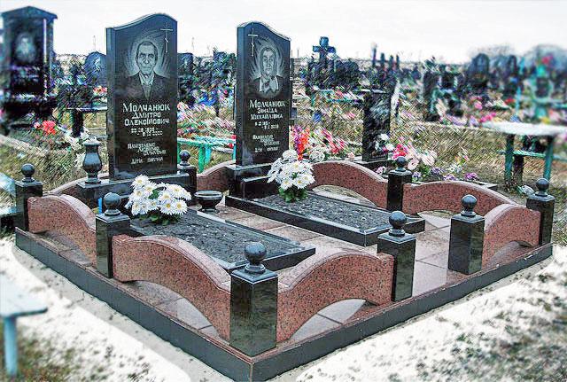 Памятник с крестом Долинск Мемориальный комплекс из двух видов гранитов Сусуман