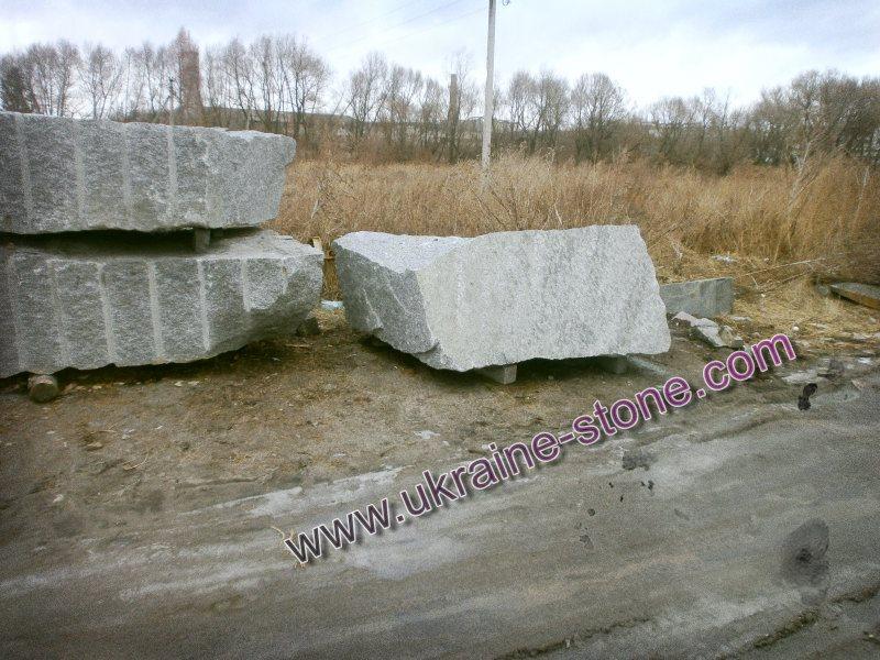 Куски камня