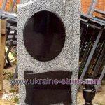 Памятник из серого камня с распятием