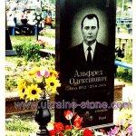 Черное надгробие на могилу