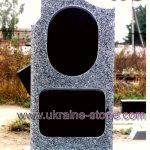 Серый памятник с крестом