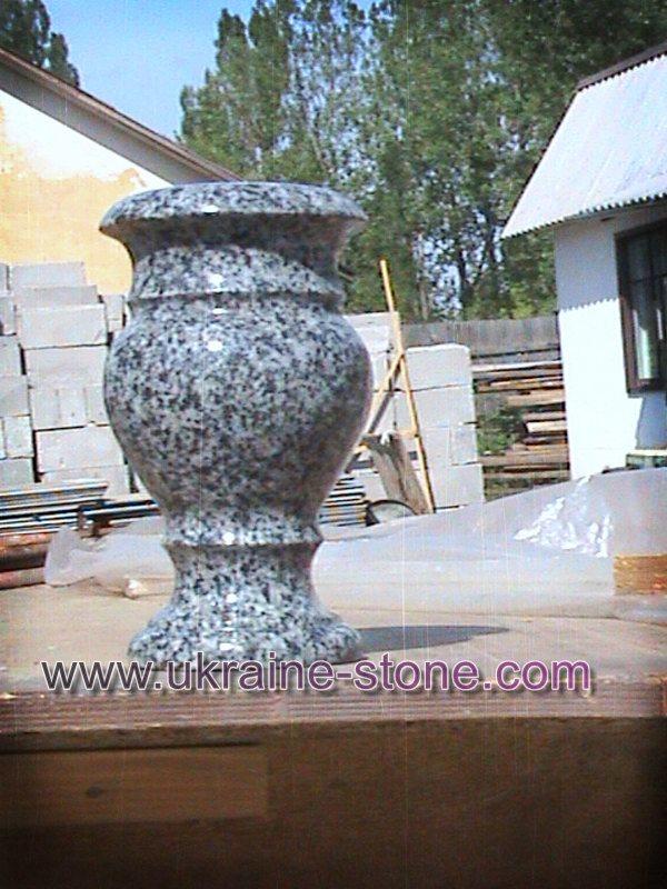 Серая ваза из камня